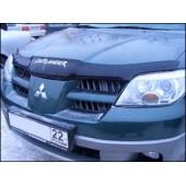 Дефлектор капота Mitsubishi Outlander (Митсубиши Аутлендер) (2001-2005) с надписью (темный)